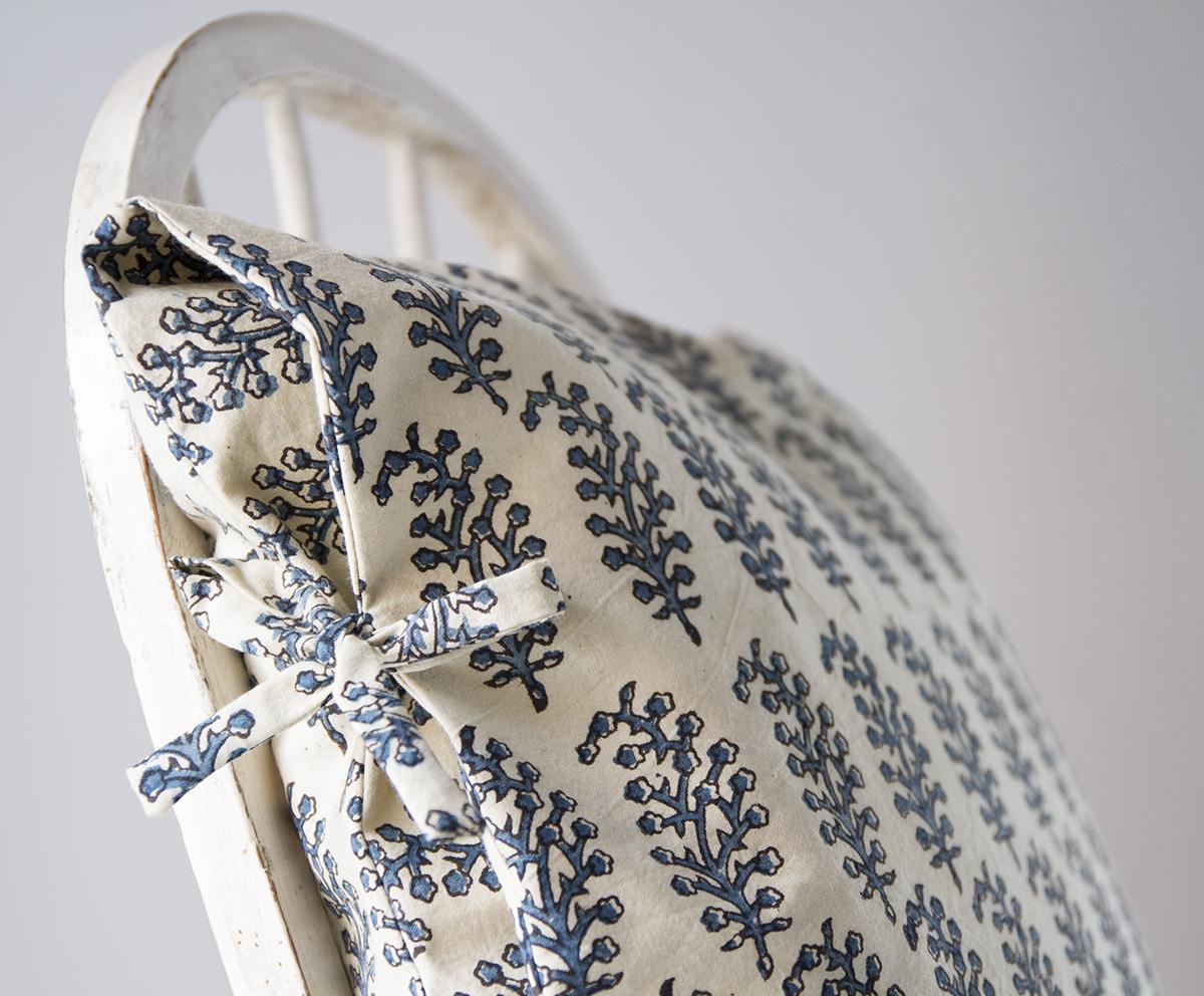 laura indigo small deco pillow les indiennes. Black Bedroom Furniture Sets. Home Design Ideas