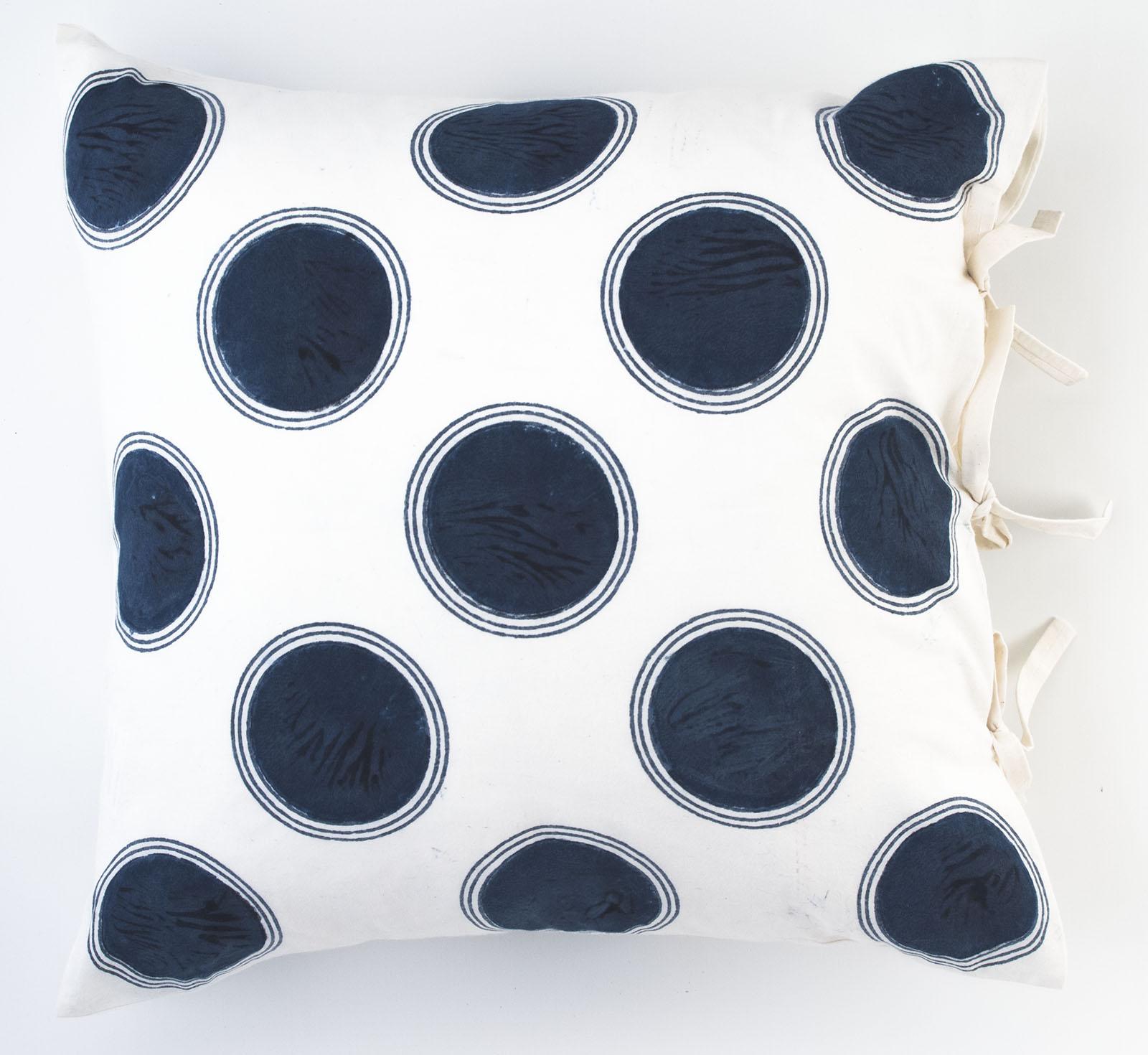 dot deco pillow les indiennes. Black Bedroom Furniture Sets. Home Design Ideas