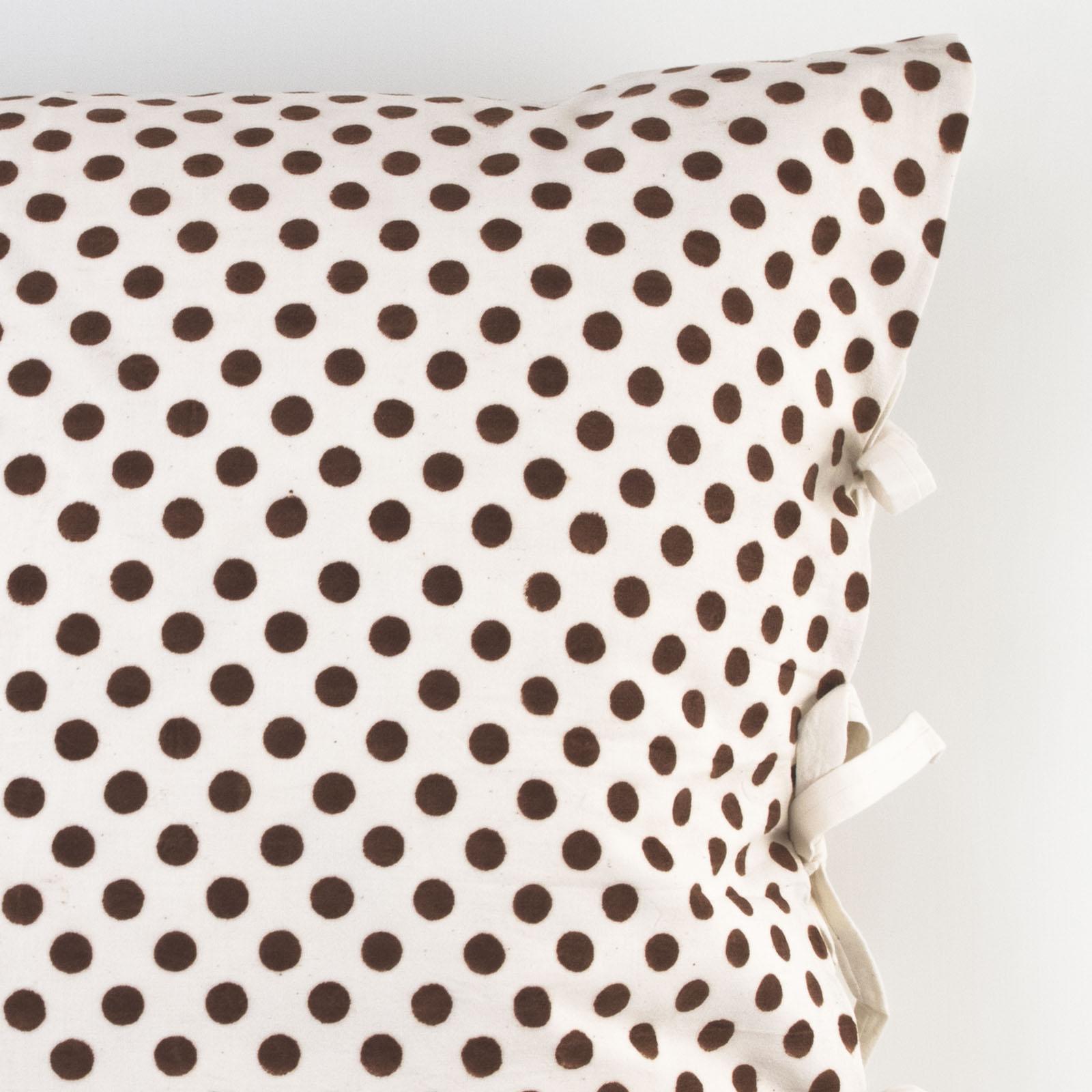 monique deco pillow les indiennes. Black Bedroom Furniture Sets. Home Design Ideas