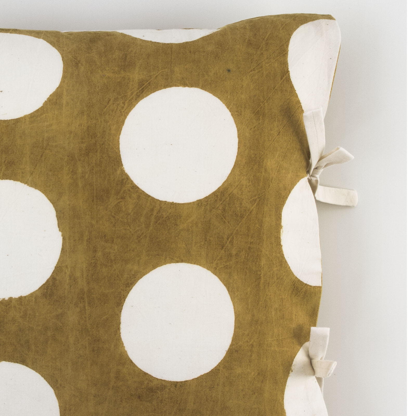 dot reverse small deco pillow les indiennes. Black Bedroom Furniture Sets. Home Design Ideas