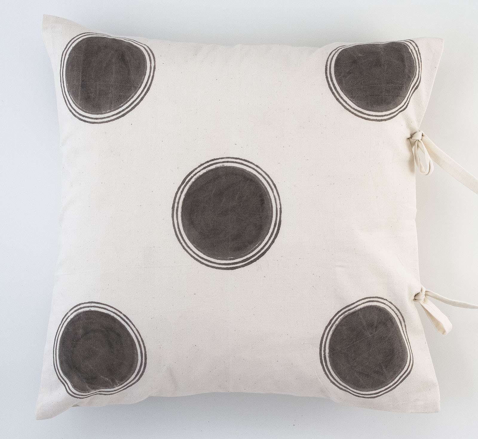 dot small deco pillow les indiennes. Black Bedroom Furniture Sets. Home Design Ideas
